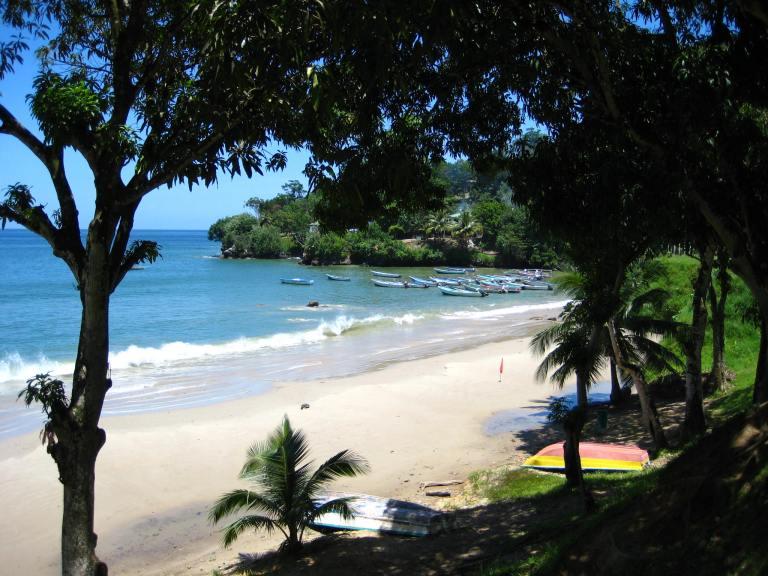 2008-09-04-3-trinidad-maracas-bay-drive-with-stepping-stones