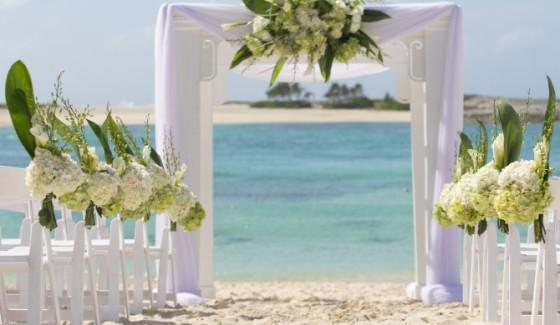 beach-wedding-bahamas-location-670x390